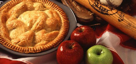 Traditioneller gedeckter Apfelkuchen