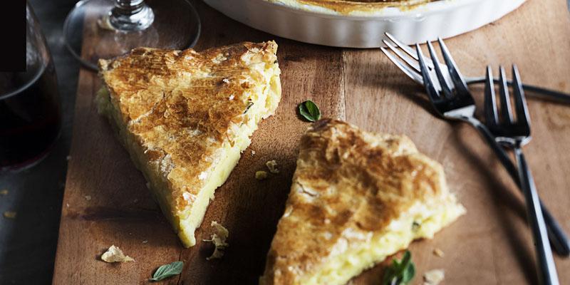 Kartoffel-Blätterteig-Kuchen mit frischen Kräutern