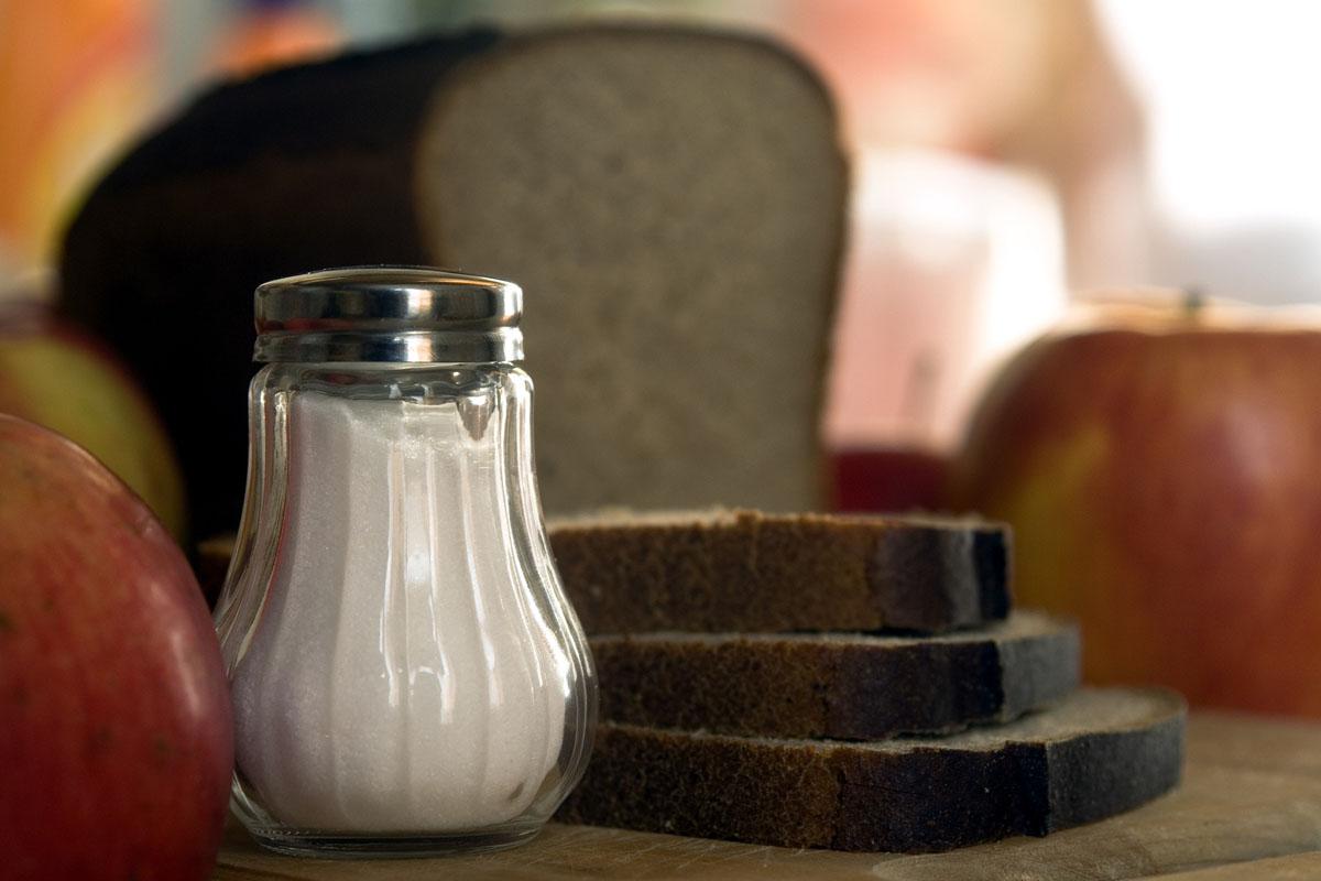 WHO: empfiehlt Grenzwerte für Salz in Lebensmitteln