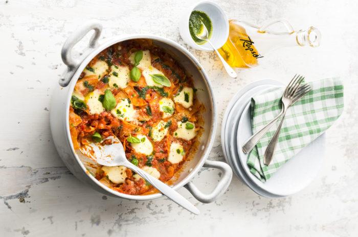 Effizient: One Pot Lasagne mit Basilikumöl