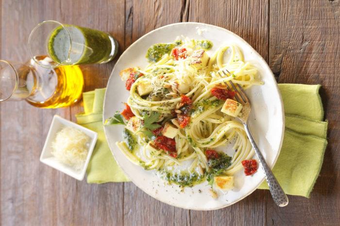 Linguine mit Petersilien-Zitronen-Pesto und Parmesan