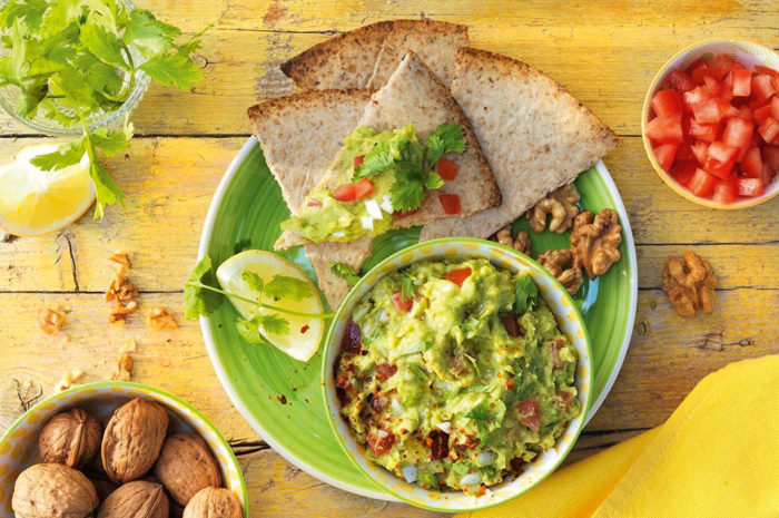 Zur Abwechslung: Walnuss-Nachos mit Guacamole